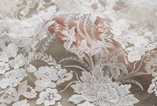 купить гипюр молочного цвета для свадебного платья